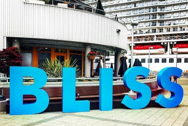 Norwegian Bliss Live Blog Sign
