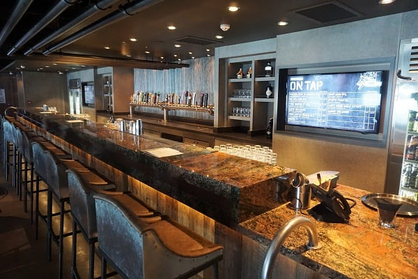 District Brew House Bar on Norwegian Bliss