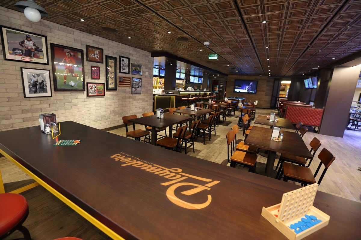 Review Playmakers Sports Bar And Arcade On Mariner Of The Seas Eatsleepcruise Com